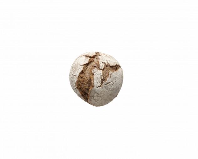 Donkere desembol met gefermenteerde zaden en roggekorrel